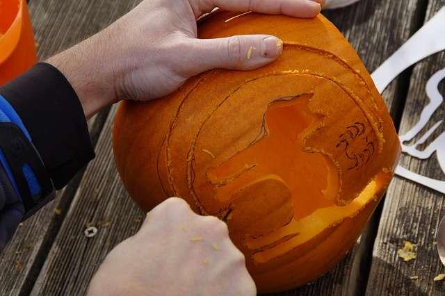 Disegnare e tagliare la zucca di Halloween