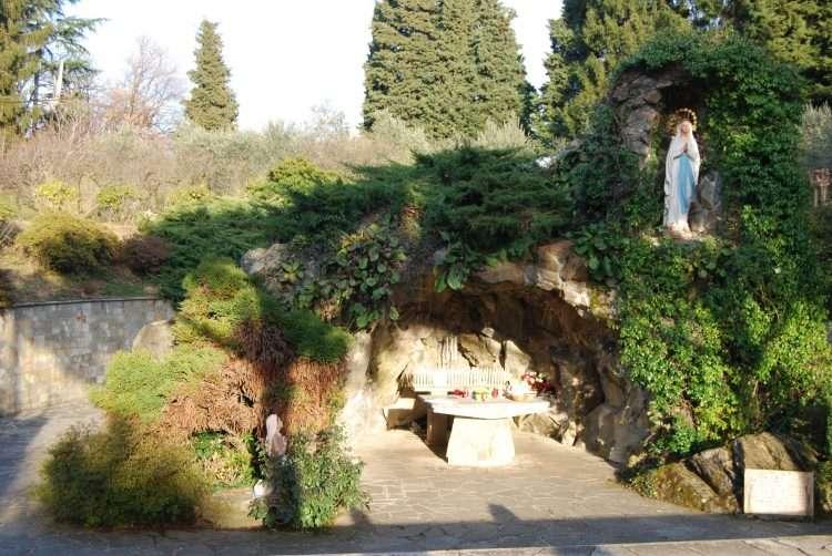Abbazia di Piona Grotta di Lourdes